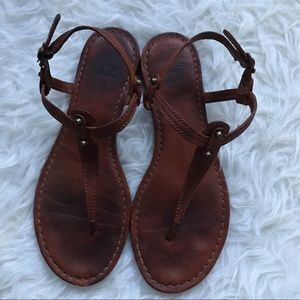 Frye Carson T Strap Brown Leather Throng Sandals